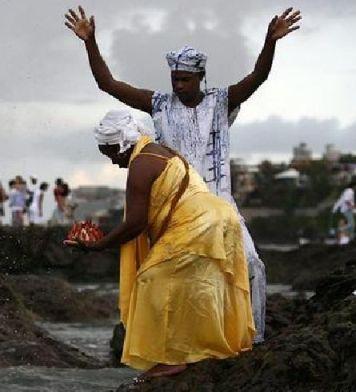 Religiões africanas são alvo da intolerância.