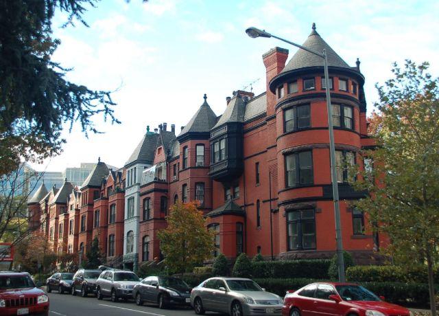 A especulação imobiliária não conseguiu subverter o pefil arquitetônico da cidade. Não há espaço para espigões e arranha-céus; Foto: Chico Sant'Anna