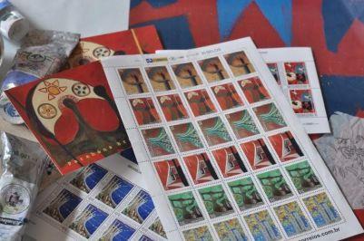 O trabalho de Júlia dos Santos Baptista foi escolhido pela Empresa Brasileira de Correios para ilustrar uma série de selos alusivos ao 50º aniversário da Capital Federal.