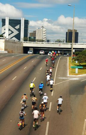 Nos últimos treze anos, a Capital federal perdeu 639 cicliestas mortos no trânsito. Foto de Chico Sant'Anna