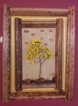 As obras de Mestre Ataíde, retrantando o cerrado,são feitas com elementos da própria natureza na qual ele foca seu trabalho. Foto de Chico Sant'Anna