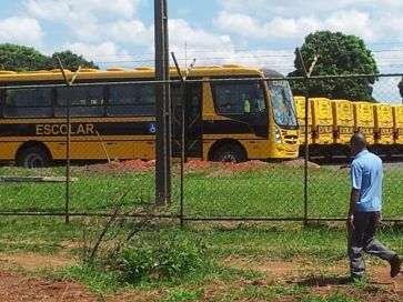 Na segunda quinze de novembro, já quse no fim do ano escolar, 32 ônibus começaram a circular para atender a alunos portadores de necessidades especiais. Contratos com tercerizadas ainda deve durar dois anos. Foto de Chico Sant'Anna, pelo celular.