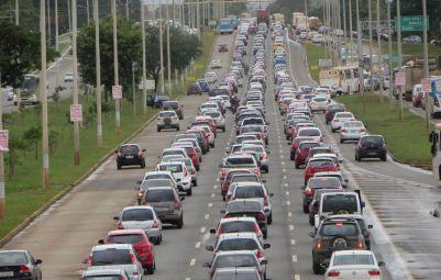 EPTG_caos_congestionamento faixaexclusiva -Fev2014 Uirá Lourenço