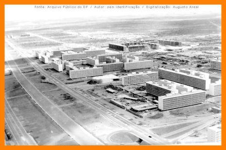 Ao centro da SQS 106, o bloco D -antes denominado bloco 4 - é o primeiro edifício residencial a ser concluído em Brasília. Construído pela Kosmos Engenharia a partir de 1957.