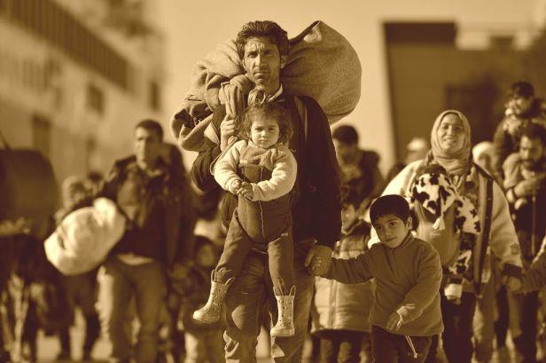 Migrantes chegando a Europa -sépia