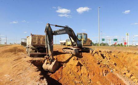 Máquinas estão voltando a trabalhar lentamente.Foto de Jonas Pereira.