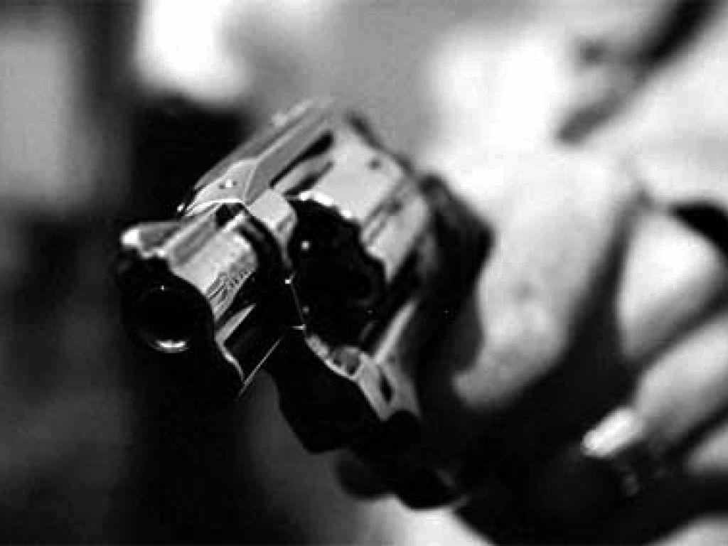 revolver-close