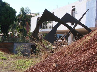 mab-buracos-e-escultura