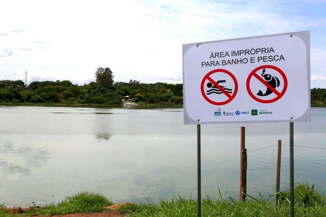 lago-paranoa-placa-de-alerta-foto-de-denio-simoes-agencia-brasilia
