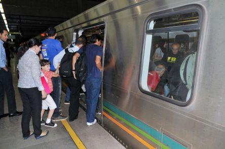 metro-embarque-passageiros